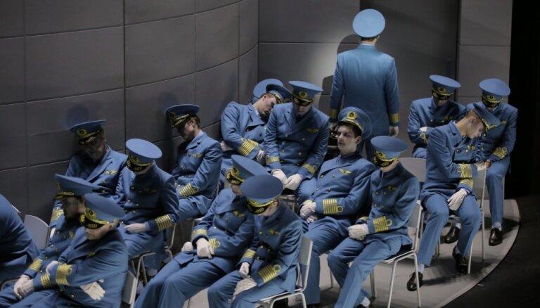 Foto: Pirmizrādi piedzīvo Vāgnera 'Klīstošais holandietis' Kairiša režijā