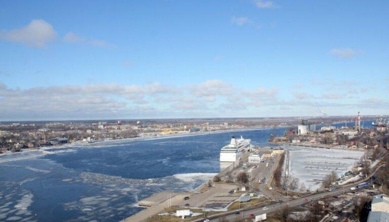 VVD mēģina noskaidrot Rīgas ostas ūdeņu piesārņotāju