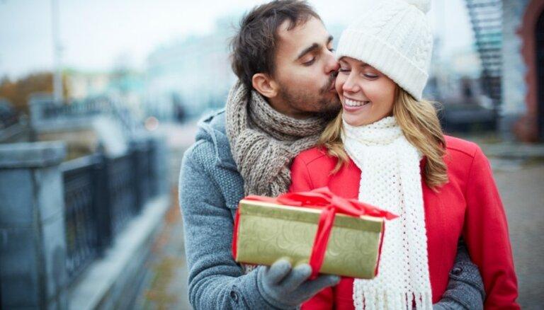 Шпаргалка для мужчин: женщины рассказали, что хотят получить в подарок на 8 марта