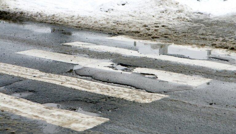 В Пурвциемсе троллейбус сбил женщину на пешеходном переходе