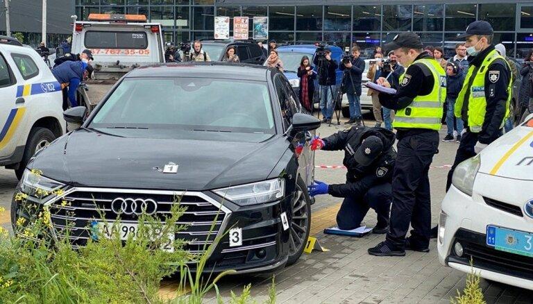 Ukrainā apšaudīta Zelenska padomnieka Šefira mašīna