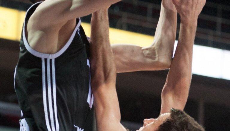 Kurucs nestartēs mačā pret NBA čempioni 'Warriors'