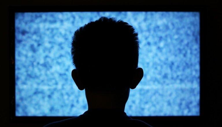 Veselības indekss: katrs desmitais jaunietis Latvijā atkarīgs no filmu un seriālu skatīšanās