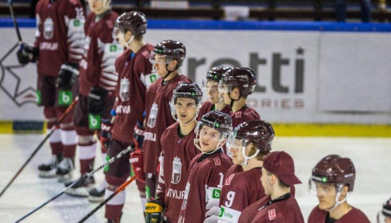Latvijas dublieru hokeja izlase ar 14 vārtu pārsvaru sagrauj Igauniju