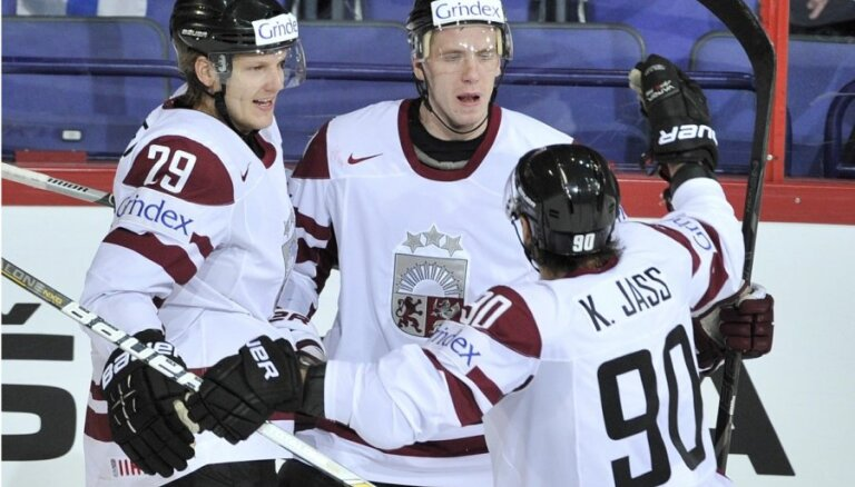 Fotoreportāža: Latvijas hokejisti parāda raksturu mačā pret Somiju