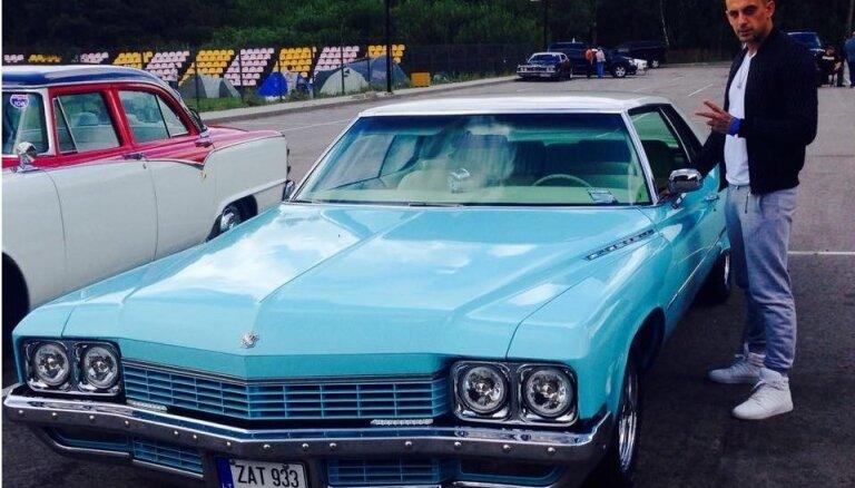 Seksa eksperts Toretto pievēršas ekskluzīvo auto biznesam