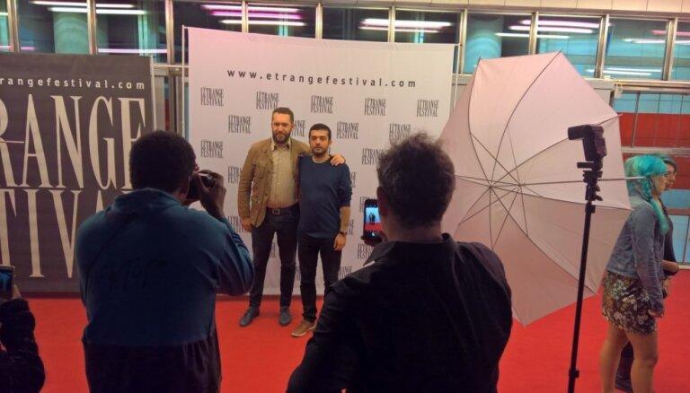 Parīzē notikusi Aika Karapetjana jaunākās filmas 'Pirmdzimtais' pirmizrāde