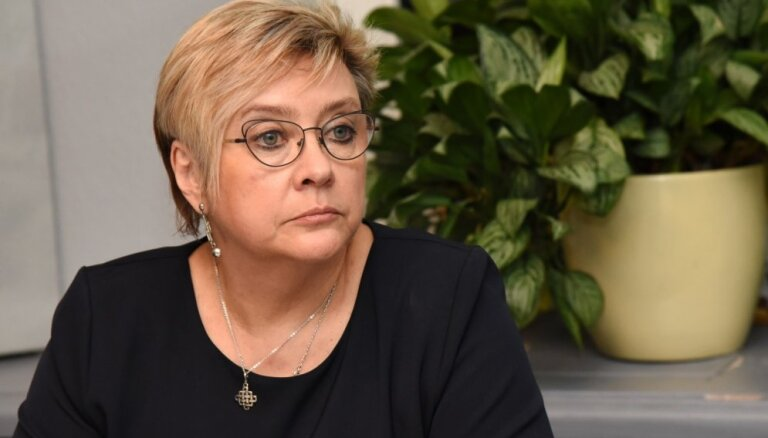 Сейм согласился прервать трудовые отношения с руководителем NEPLP Даце Кезбере