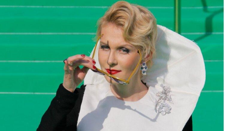 ФОТО: 53-летняя Рената Литвинова восхитила поклонников снимком в бикини