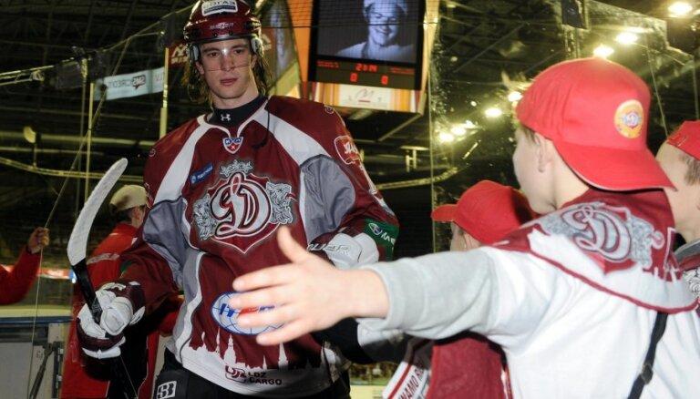 Kalvītis: Rīgas 'Dinamo' nekavēs Dārziņa progresu; ir interese arī no NHL