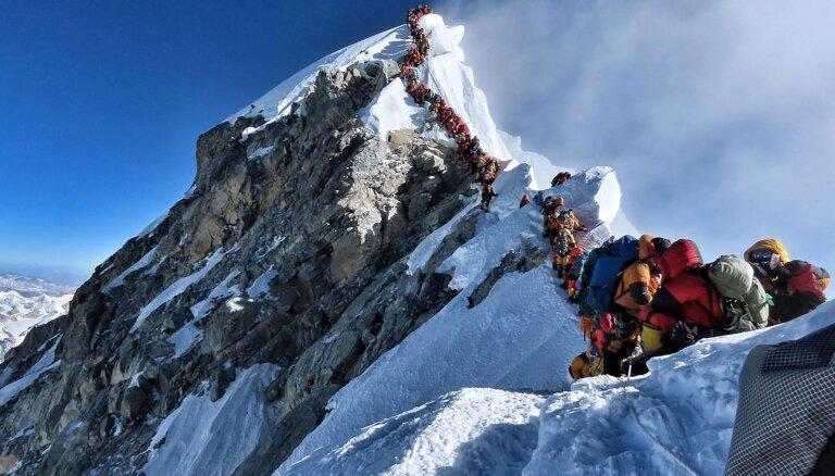 Мертвый сезон: Десятки альпинистов погибают в попытке покорить Эверест. Всему виной жажда наживы