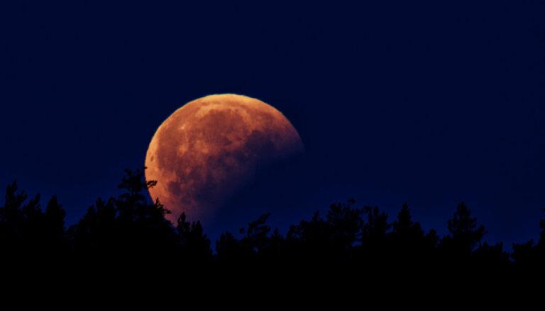 ФОТО, ВИДЕО: Читатели делятся фотографиями лунного затмения