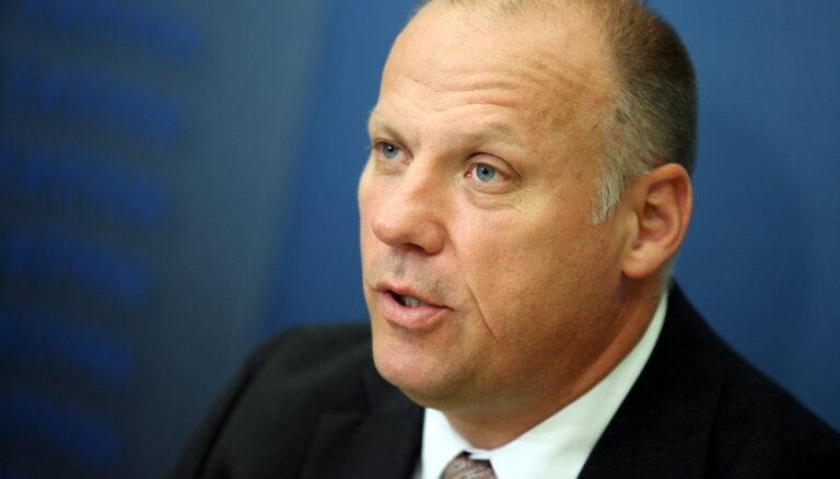 """Министр обороны: В ближайшее время в Латвию прибудет """"много военной техники НАТО"""""""