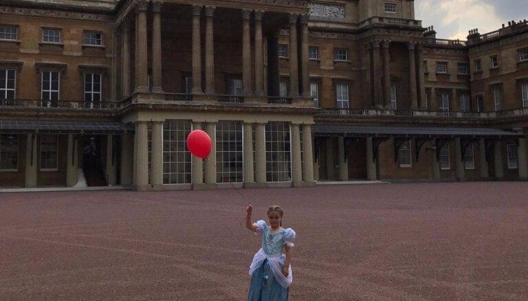 ФОТО: Дочь Бекхэма отметила день рождения в Букингемском дворце
