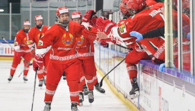 Latvijas U-18 hokeja izlase pret Baltkrieviju piedzīvo smagāko zaudējumu šajā PČ
