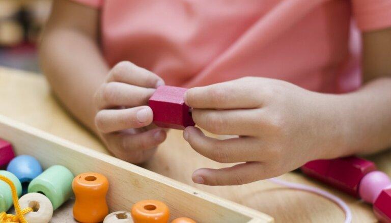 Špikeris vecākiem – kādas Montesori metodes palīdzēs bērnam attīstīt matemātiskās un loģiskās spējas