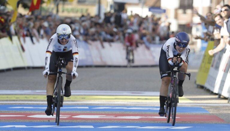 Vācijas riteņbraucēji uzvar pasaules čempionāta jaukto komandu sacensībās