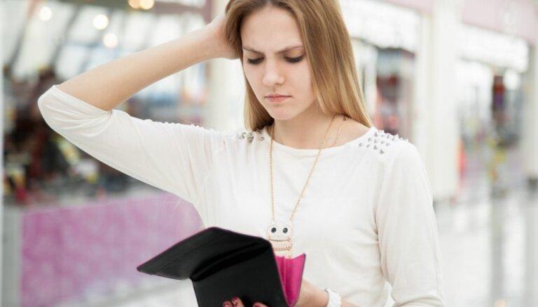 Опрос: в Латвии 70% людей не уверены в своем финансовом положении
