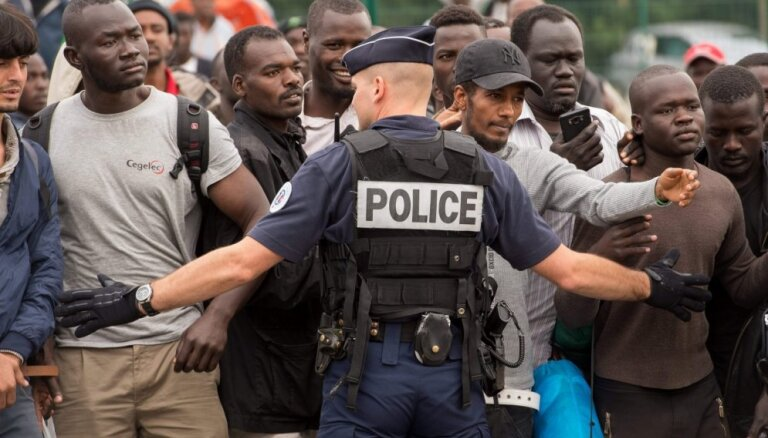 Olands vēlas lielāku Lielbritānijas ieguldījumu Kalē migrantu krīzes risināšanā