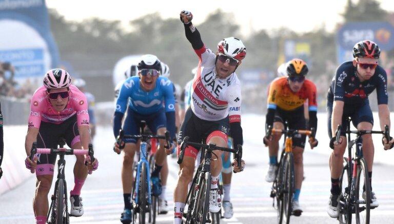 'Giro d'Italia' kopvērtējuma līderis Almeida finiša spurtā piekāpjas Ulisi