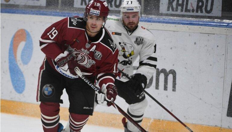 Rīgas 'Dinamo' negūst vārtus Čeļabinskā un 'sausā' zaudē 'Traktor'