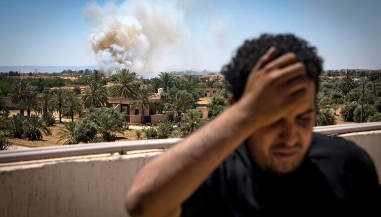 В Ливии неизвестные самолеты атаковали авиабазу