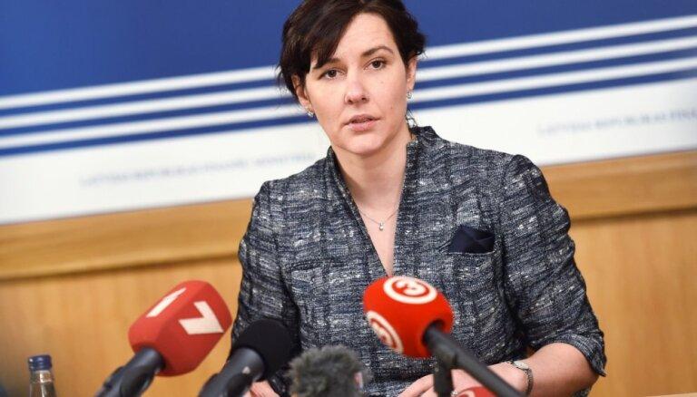 Ministre: finanšu sektors ir stabils; ierobežos maksātnespējas administratorus