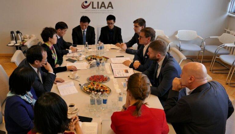 Ķīnas uzņēmēji vēlas izveidot vērienīgu e-komercijas un loģistikas centru Rīgā