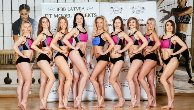Foto: Fitnesa daiļavas gatavojas sacensībām un pozē veļā