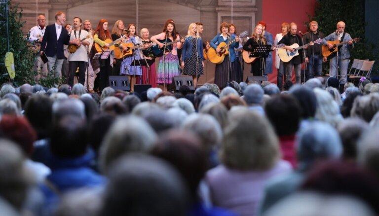 Foto: Pirmo reizi Dziesmu svētku ietvaros aizvadīts dziesminieku koncerts