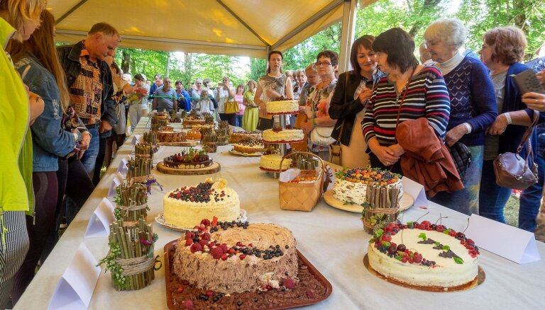 Foto: Zaubes kulinārajā festivālā noskaidrota labākā lauku torte