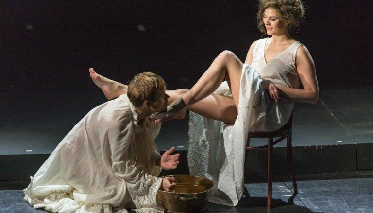 Foto: Nacionālajā teātrī tapusi erotiska izrāde 'Avantūrista grēksūdze'