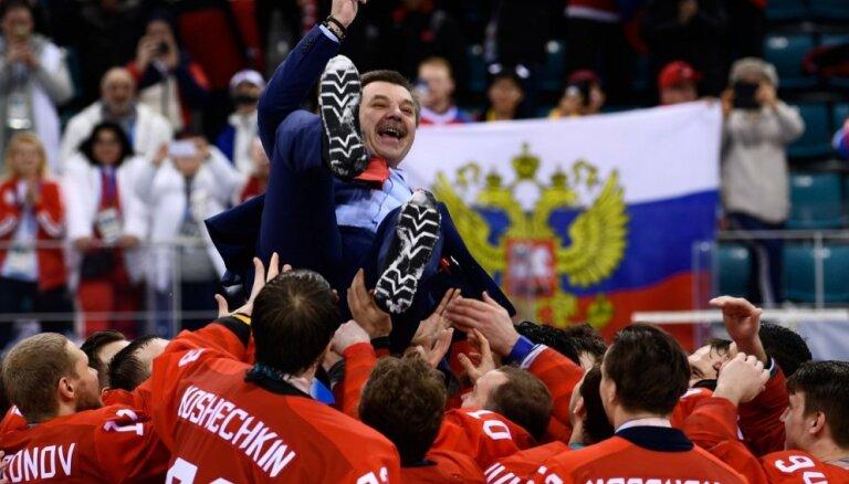 Знарку и хоккеистам сборной России вручили перстни за олимпийское золото