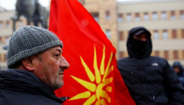 Maķedonijas likumdevēji sāk pēdējās debates par valsts pārdēvēšanu