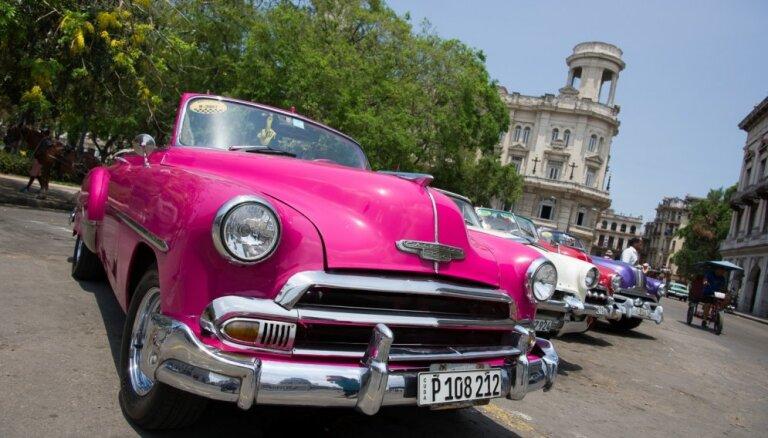 Latviešu ceļotāji izbauda sociālisma salu Kubu: tu esi dolāru koks