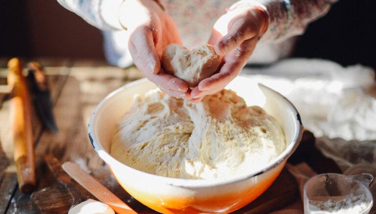 Klasiska un vienkārša rauga mīklas recepte