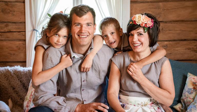 Bērnu dēļ pārcelties prom no pilsētas: Ločmeļu ģimenes dzīve laukos