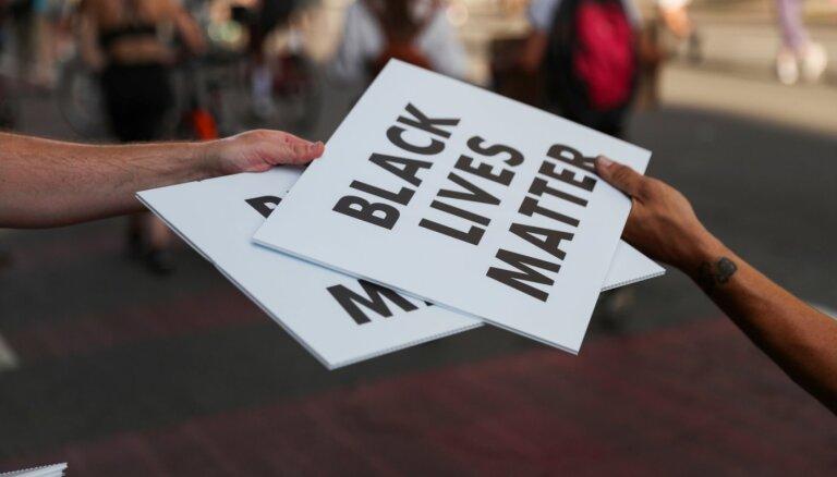 ASV notikumu kontekstā vārds 'melnādains' ir atbilstošs, precizē eksperte
