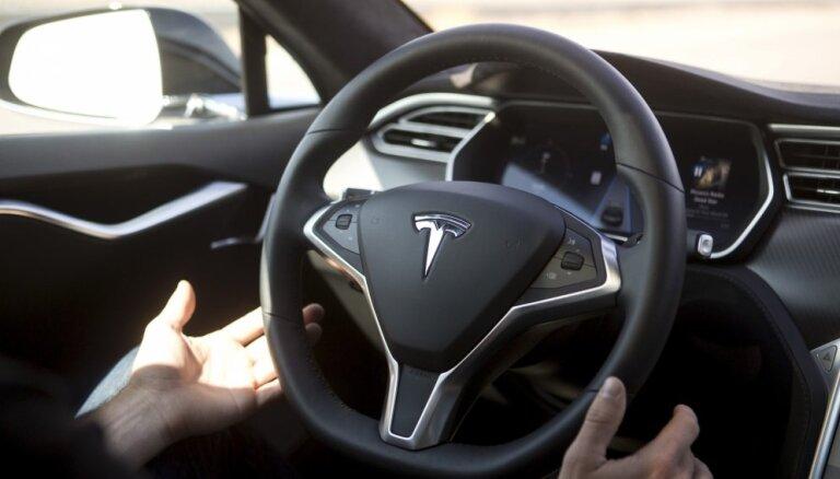 Убытки производителя электромобилей Tesla неожиданно выросли в три раза
