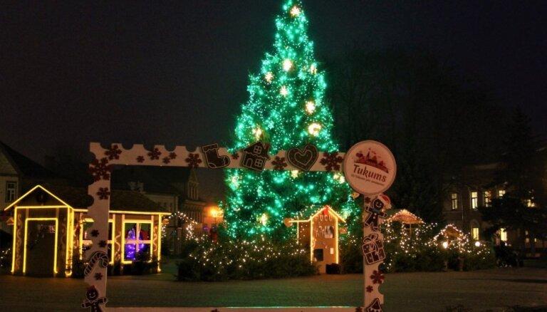 Ziemassvētku pasākumu ceļvedis: tikšanās ar Ziemassvētku vecīti, dievkalpojumi un koncerti Tukumā