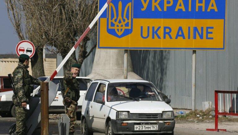 Украина запретила въезд мужчинам из России; Порошенко ограничит россиянам обмен валют