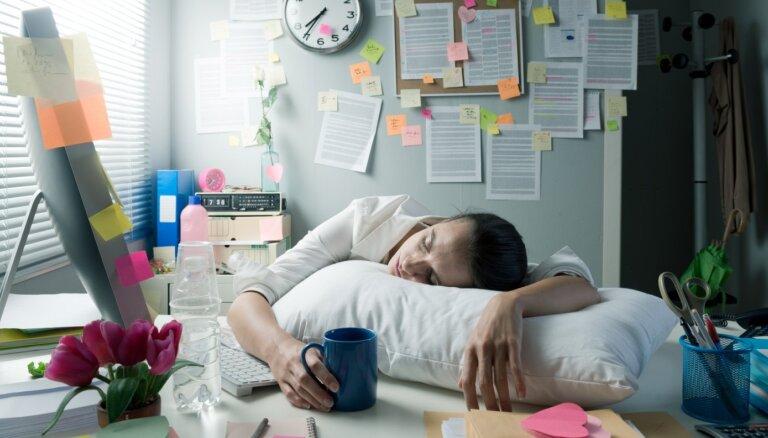 Pēkšņs nogurums pēc ieturētajām pusdienām. Pieci galvenie iemesli