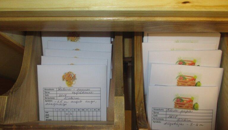 Foto: Jelgavā izveidota puķu un dārzeņu sēklu bibliotēka