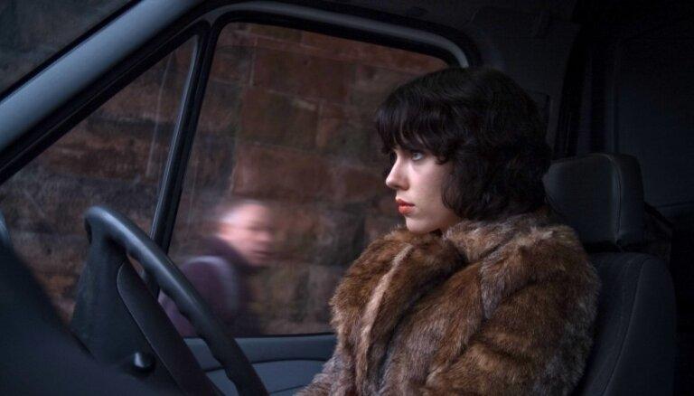 Latvijas kino sāk rādīt šausminošo fantastikas filmu 'Manā ādā'