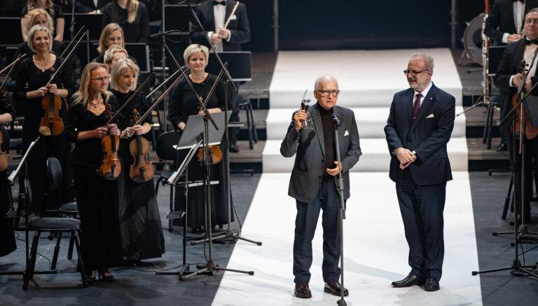 Foto: Uz LNO skatuves sumina Lielās mūzikas balvas laureātus