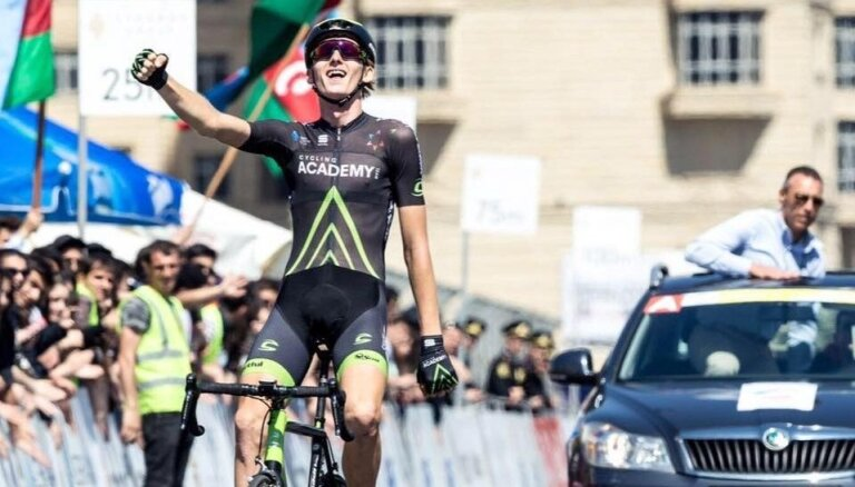 Neilands prestižajā Portugāles velobraucienā izcīna 10. vietu un uzvaru jauno braucēju ieskaitē