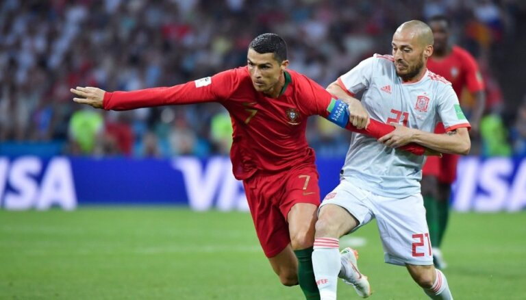 ВИДЕО: Роналду тремя голами испанцам переписал рекорды и сравнялся с Пушкашем