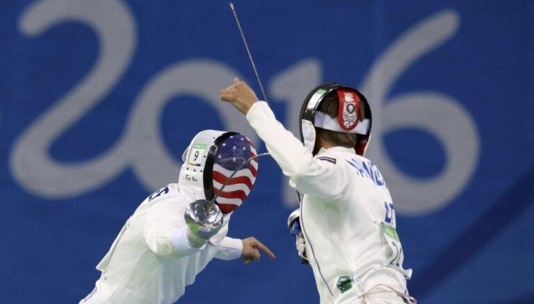 Latvijas modernās pieccīņas sportists Nakoņečnijs 'paukošanas dienu' Rio noslēdz 31. pozīcijā
