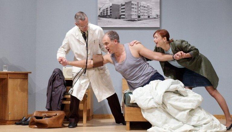Foto: Jaunajā Rīgas teātrī pirmizrādi piedzīvo jauniestudējums 'Provinces anekdotes'