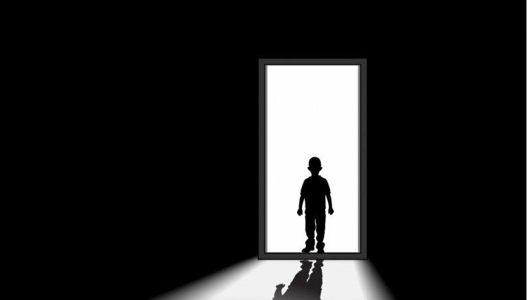 Vēstule septiņgadīga puisēna vecākiem un pulciņu vadītājiem. Zēns viens tumsā gaidīja ilgi...
